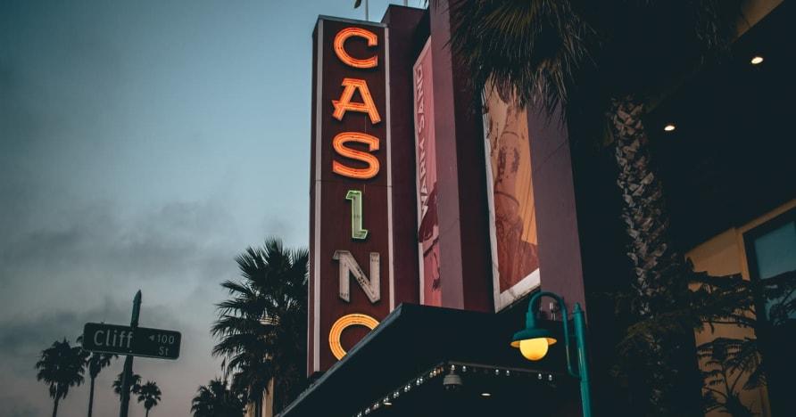 Internetinis kazino vs. Sausumos kazino - sužinokite apie naudą
