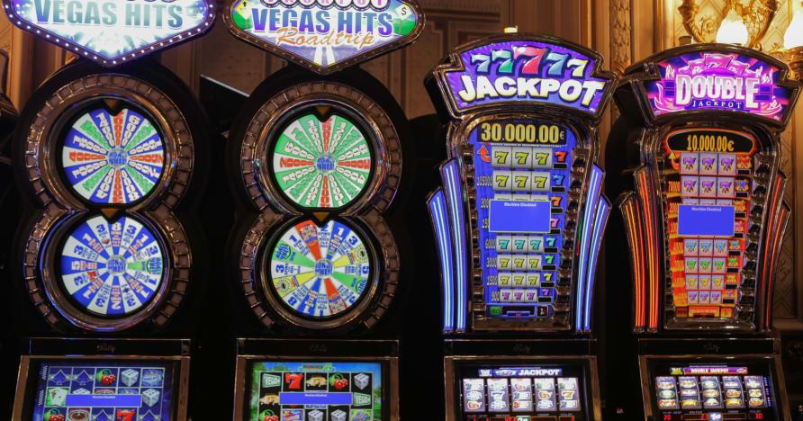 Internetinių lošimų automatų istorija