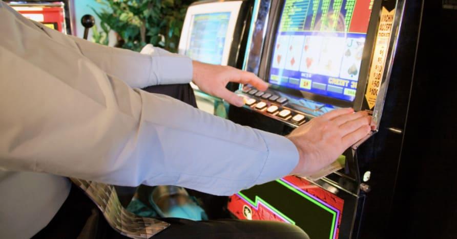 Kaip žaisti vaizdo pokerį: išsamus vadovas pradedantiesiems